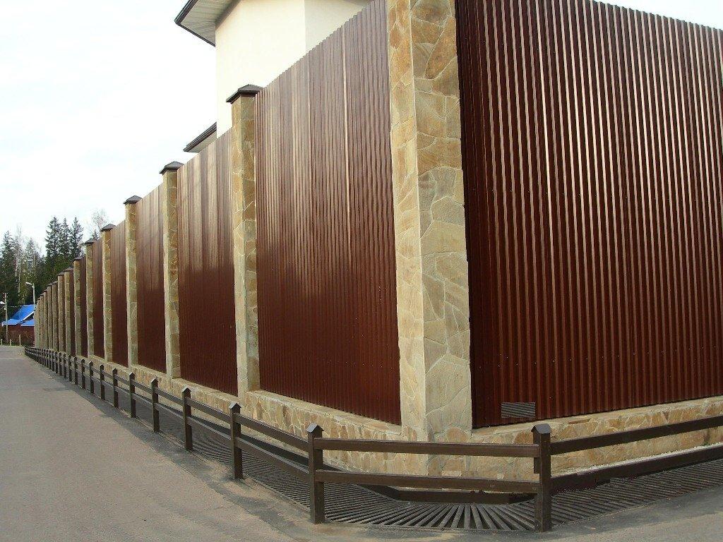 Строим заборы на даче своими руками