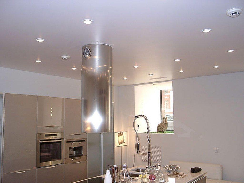 Натяжные потолки: создать красивый потолок доступно и просто