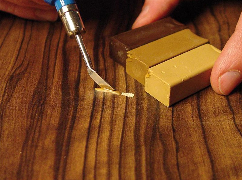 Совет от мастера: как убрать царапину с ламината своими руками
