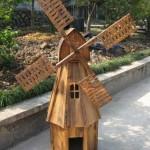 Деревянная мельница на участке