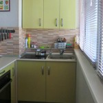салатовый кухонный гарнитур на балконе