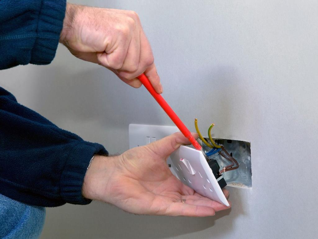 Замена домашней электропроводки: основные моменты