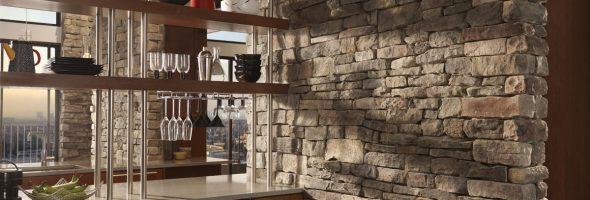 Искусственный камень в интерьере кухни: дизайн и отделка на фото