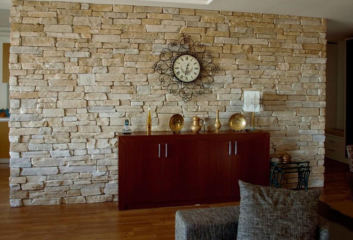 Отделка и оформление искусственным камнем интерьера квартиры