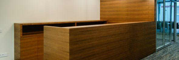 Материалы изготовления современных офисных столов