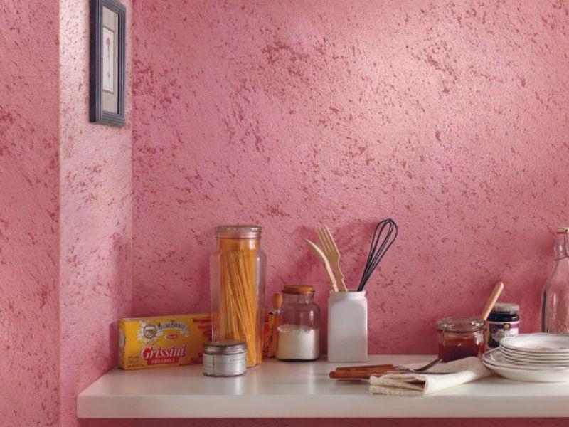 Отделка стен декоративной штукатуркой в двух цветах