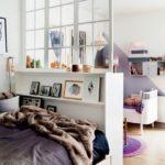Изголовье кровати с дополнительной конструкицей в качестве перегородки