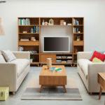 Гостиная в скандинавском стиле с деревянной мебелью