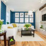 Гостиная в скандинавском стиле с синими стенами