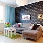 Гостиная в скандинавском стиле с черно-белой стеной