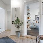 Интерьер просторной прихожей в скандинавском стиле