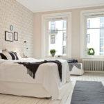 Спальня в скандинавском стиле с обоями
