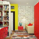 Комната с красным шкафом