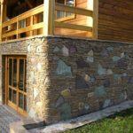 Фундамент и подвальное помещение, облицованные бутовым камнем
