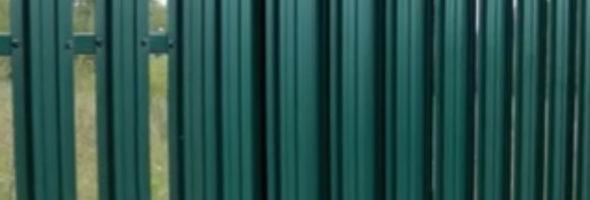 Комбинированный забор из евроштакетника и профнастила