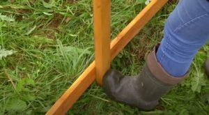 Забор из досок горизонтальный плетеный как сделать